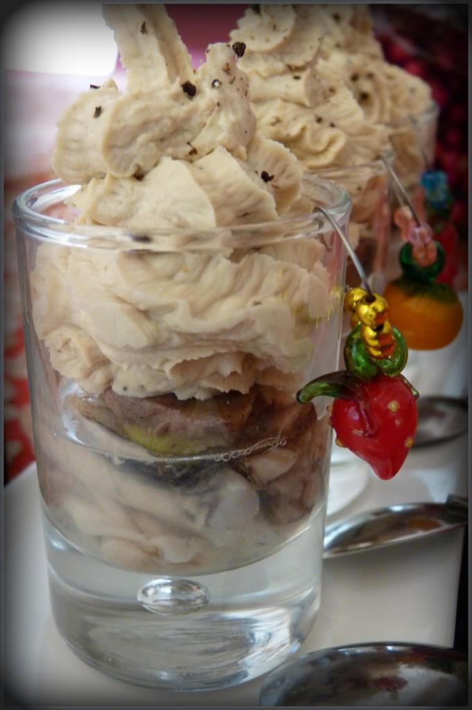 Huîtres en gelée et espuma foie gras
