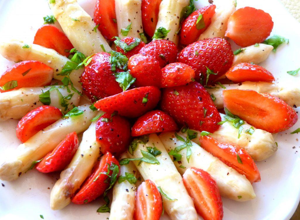 Salade asperges et fraises