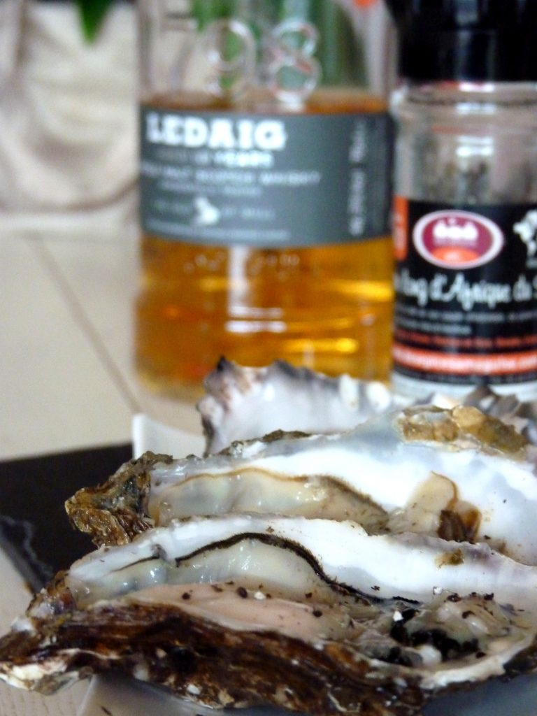 Huîtres au whisky tourbé et poivre long fumé