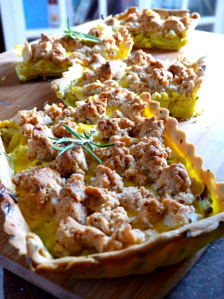 Tarte aux courgettes et ras-el-hanout crumble parmesan