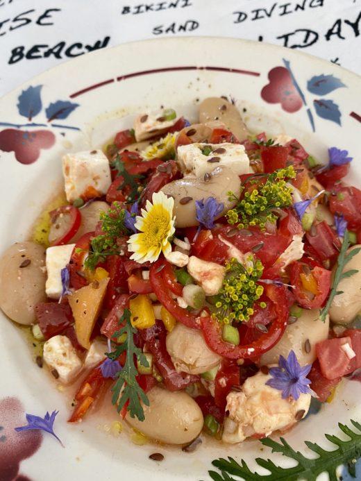 salade de haricots aux fleurs comestibles