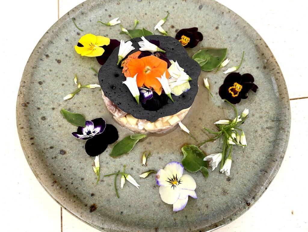 tartare de maquereau fleurs comestibles